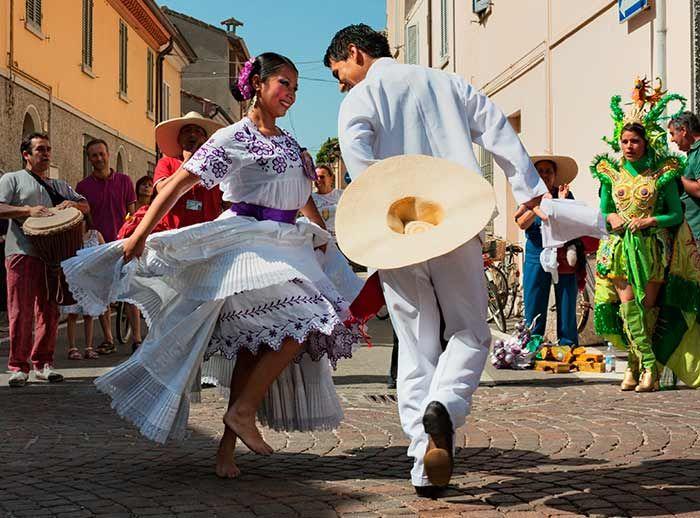 Pasacalle de bailes peruanos - Plaza Norte