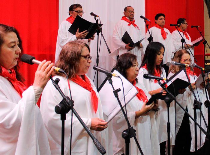 Presentación del Coro de la Asoc. Peruana China - Plaza Norte